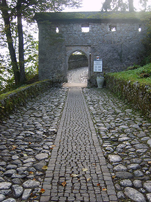 Entrance to Bledski Grad (Bled Castle), photo dearbarbie CC BY-SA